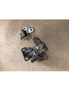 Ukse hinged vasak eesmine Volkswagen Passat B6 2.0FSI 2006 3C0831401 3C0831411